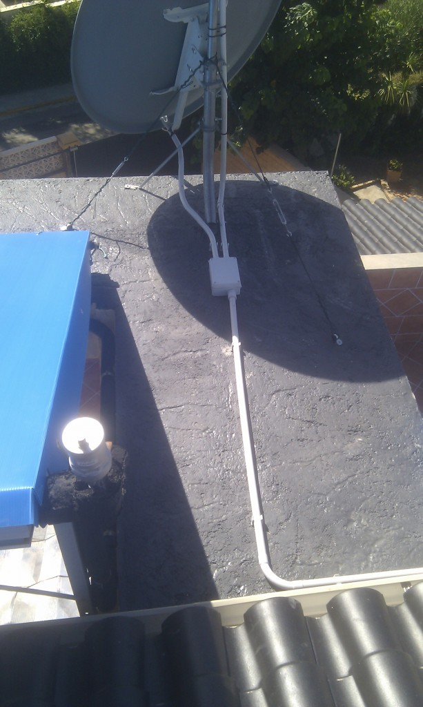 Antennas on east end. Concrete slab sealed, PVC pipes and distribution box. Anti-flapping tensors.